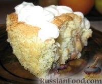 Фото к рецепту: Бисквит с яблоками (шарлотка)