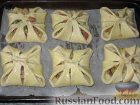 Фото приготовления рецепта: Слойки с ветчиной и сулугуни - шаг №5