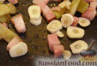 """Фото приготовления рецепта: Омлет """"Сытный завтрак"""" - шаг №2"""