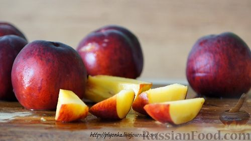 Как приготовить компот из персиков на зиму: Крышки залить