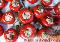 Фото приготовления рецепта: Фаршированные острые перчики - шаг №6