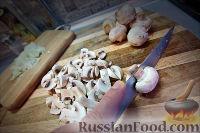 Фото приготовления рецепта: Холостяцкий ужин № 9. Горячие бутерброды с грибами под сыром - шаг №2