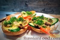 Фото приготовления рецепта: Холостяцкий ужин № 9. Горячие бутерброды с грибами под сыром - шаг №9