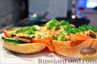 Фото приготовления рецепта: Холостяцкий ужин № 9. Горячие бутерброды с грибами под сыром - шаг №10