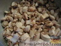 Фото приготовления рецепта: Начинка для пирожков из курицы и грибов - шаг №2