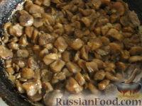 Фото приготовления рецепта: Начинка для пирожков из курицы и грибов - шаг №4