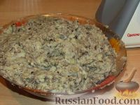 Фото приготовления рецепта: Картофельные оладьи с грибами и луком - шаг №4