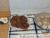 Фото приготовления рецепта: Картофельные оладьи с грибами и луком - шаг №6