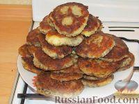 Фото приготовления рецепта: Картофельные оладьи с грибами и луком - шаг №7