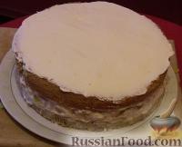 Фото приготовления рецепта: Бисквитный торт с зефиром и фруктами - шаг №4