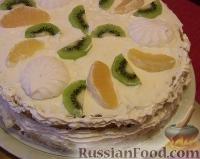 Фото приготовления рецепта: Бисквитный торт с зефиром и фруктами - шаг №5