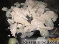 Фото приготовления рецепта: Фрикасе из курицы с грибами по-испански - шаг №3