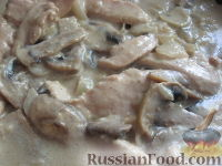 Фото приготовления рецепта: Фрикасе из курицы с грибами по-испански - шаг №8