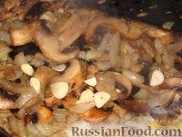 Фото приготовления рецепта: Грибы жареные с луком - шаг №3