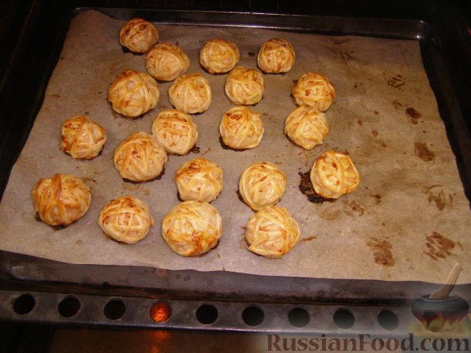 Клубочки из фарша в слоеном тесте рецепт в духовке