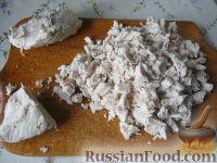 Фото приготовления рецепта: Салат из курицы с ананасами - шаг №8