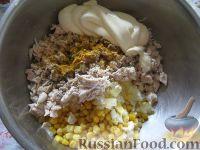 Фото приготовления рецепта: Салат из курицы с ананасами - шаг №9