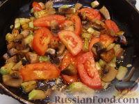 Фото приготовления рецепта: Овощной омлет с грибами - шаг №2
