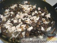 Фото приготовления рецепта: Куриный жульен с грибами - шаг №6