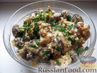 Фото к рецепту: Куриные грудки с грибами и сыром