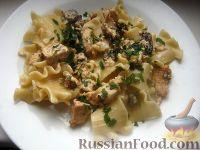 Фото к рецепту: Паста с курицей в сливочно-сырном соусе