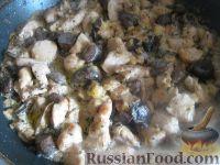 Фото приготовления рецепта: Паста с курицей в сливочно-сырном соусе - шаг №4