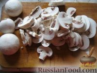 Фото приготовления рецепта: Салат с рукколой, базиликом и грибами - шаг №4