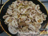 Фото приготовления рецепта: Салат с рукколой, базиликом и грибами - шаг №6