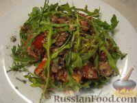 Фото приготовления рецепта: Салат с рукколой, базиликом и грибами - шаг №8