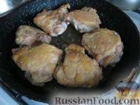 Фото приготовления рецепта: Курица с грибами и овощами в сметане - шаг №4