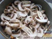 Фото приготовления рецепта: Курица с грибами и овощами в сметане - шаг №8