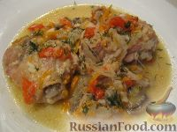 Фото приготовления рецепта: Курица с грибами и овощами в сметане - шаг №11
