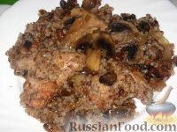 Фото к рецепту: Гречневая каша с куриными крыльями и грибами