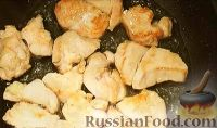 Фото приготовления рецепта: Салат из курицы с ананасом и грибами - шаг №6