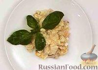 Фото приготовления рецепта: Салат из курицы с ананасом и грибами - шаг №11