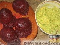 Фото приготовления рецепта: Свекольные башенки с авокадо - шаг №2
