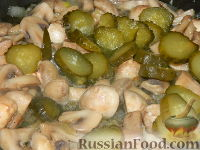 Фото приготовления рецепта: Солянка из капусты с грибами - шаг №8