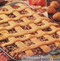 Фото к рецепту: Венгерский пирог с клубничным джемом и орехами