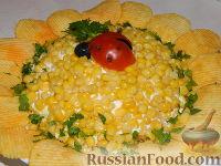 """Фото приготовления рецепта: Салат """"Подсолнух"""" с кукурузой и грибами - шаг №21"""