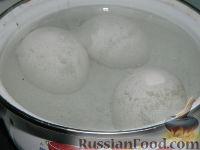 """Фото приготовления рецепта: Салат """"Подсолнух"""" с кукурузой и грибами - шаг №2"""