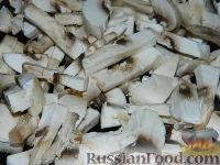 """Фото приготовления рецепта: Салат """"Подсолнух"""" с кукурузой и грибами - шаг №5"""