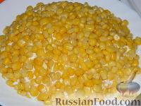 """Фото приготовления рецепта: Салат """"Подсолнух"""" с кукурузой и грибами - шаг №18"""