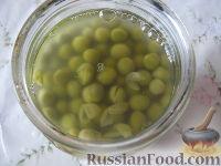 Фото приготовления рецепта: Теплый фасолевый салат с грибами и орехами - шаг №9