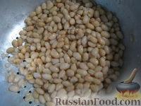Фото приготовления рецепта: Теплый фасолевый салат с грибами и орехами - шаг №5