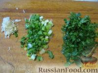 Фото приготовления рецепта: Теплый фасолевый салат с грибами и орехами - шаг №7