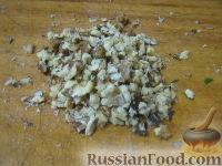 Фото приготовления рецепта: Теплый фасолевый салат с грибами и орехами - шаг №8
