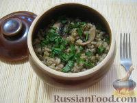 Фото к рецепту: Перловая каша с грибами в горшочке