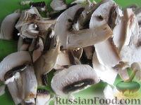 Фото приготовления рецепта: Перловая каша с грибами в горшочке - шаг №4
