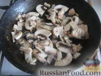 Фото приготовления рецепта: Перловая каша с грибами в горшочке - шаг №5