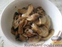 Фото приготовления рецепта: Перловая каша с грибами в горшочке - шаг №6